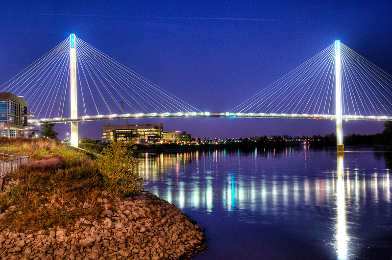 Night shot of the Bob Kerrey Pedestrian Bridge in Omaha